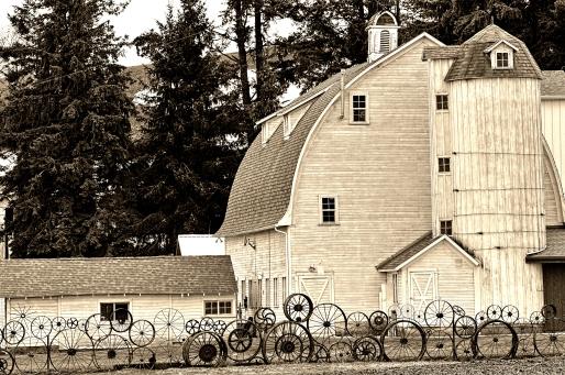 Dahmen Barn and Wagon Wheel Fence